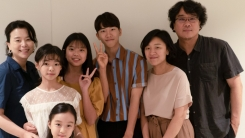 """봉준호 감독 """"'우리집', 명랑한데 가슴 아픈 영화"""" 극찬 (전문)"""