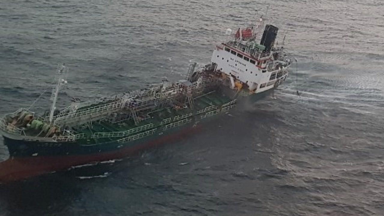 제주 해상서 13명 탄 케미컬운반선 침수...13명 전원구조