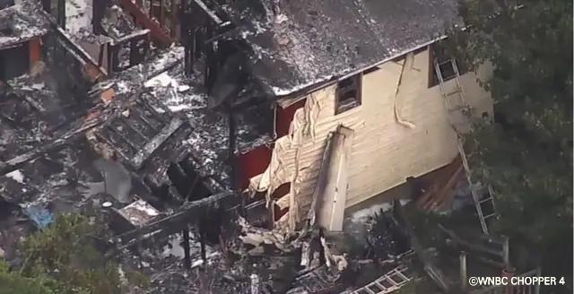 美 뉴욕 주택가에 경비행기 추락... 2명 숨지고 1명 실종