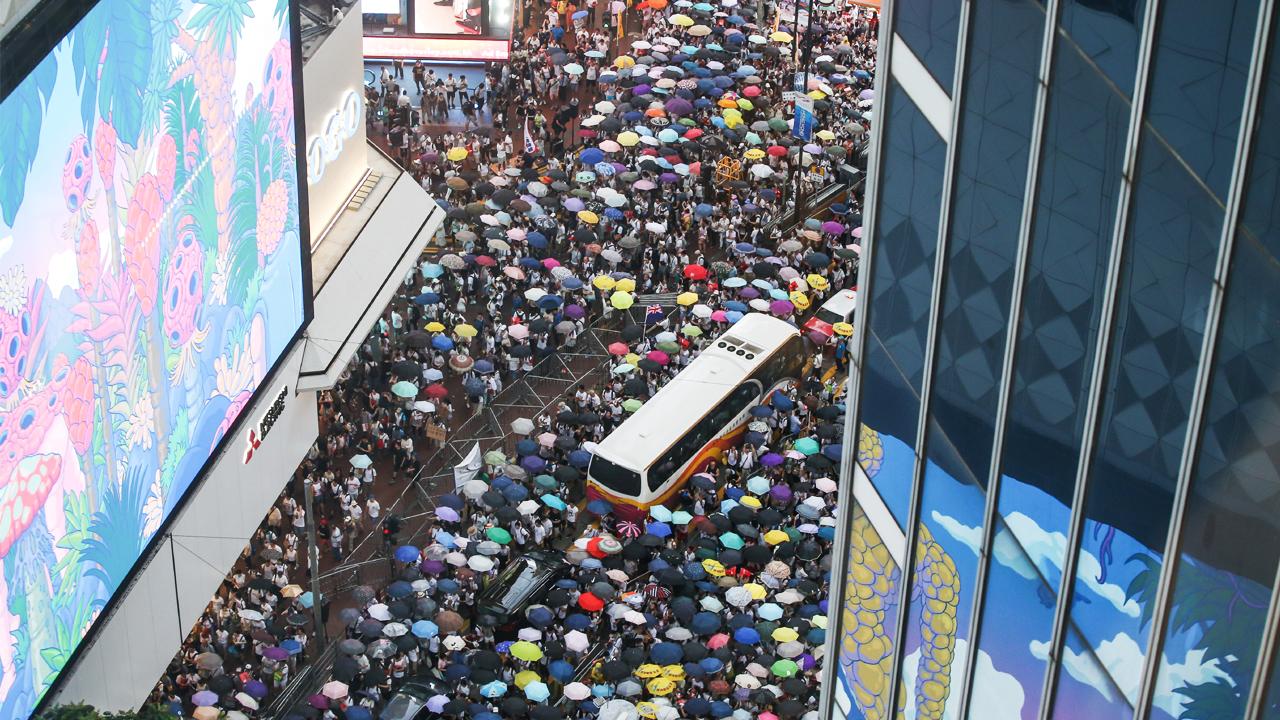 中 정부, 홍콩 왕래자들 상대로 휴대폰 검열... 사진·동영상 강제 삭제
