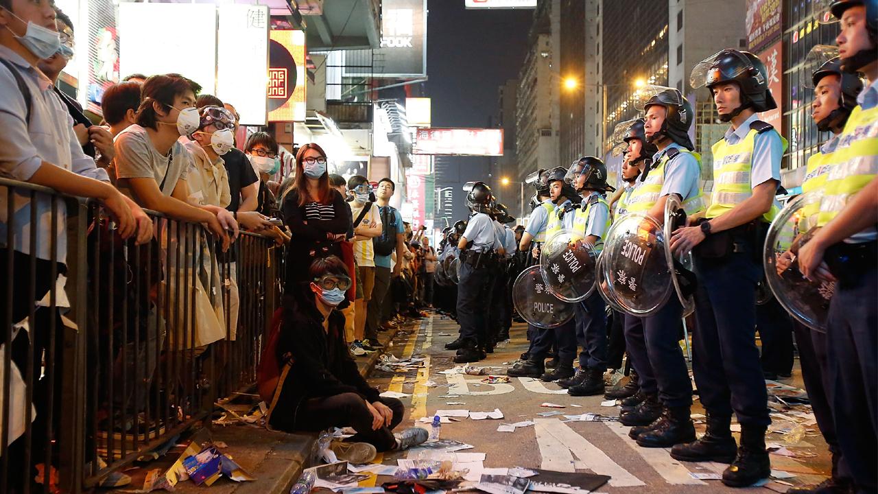 """홍콩 시위 참가 여성 폭로 """"경찰이 알몸 수색 강요해"""""""