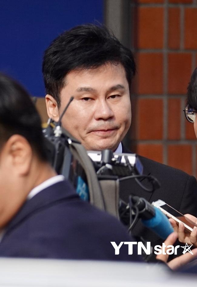 '원정 도박 혐의' 양현석, 밤샘조사 끝 귀가…혐의 질문에 '묵묵부답'