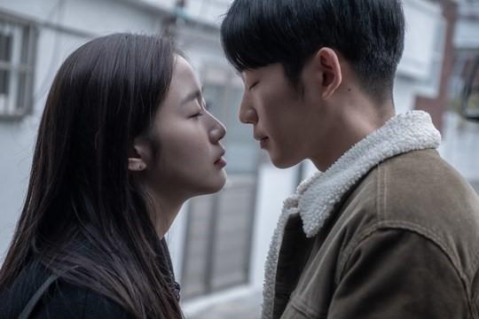 '유열의 음악앨범', 이틀 연속 박스오피스 1위...흥행 멜로 탄생하나