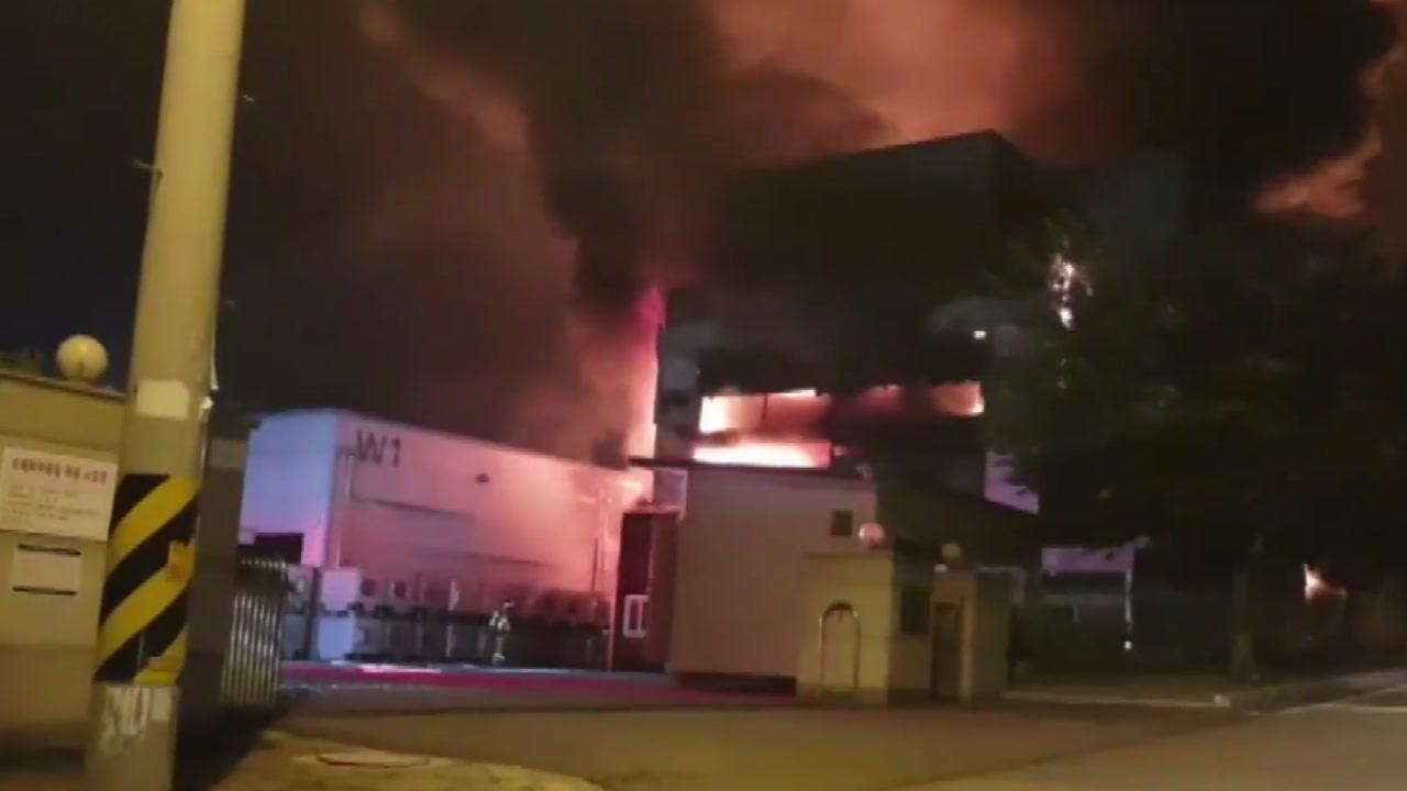 충주 중원산업단지 화학 공장서 큰불...3명 부상