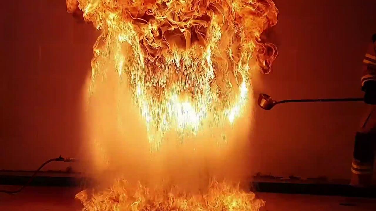 주방 식용유 화재, 물로 껐다간 큰 불!