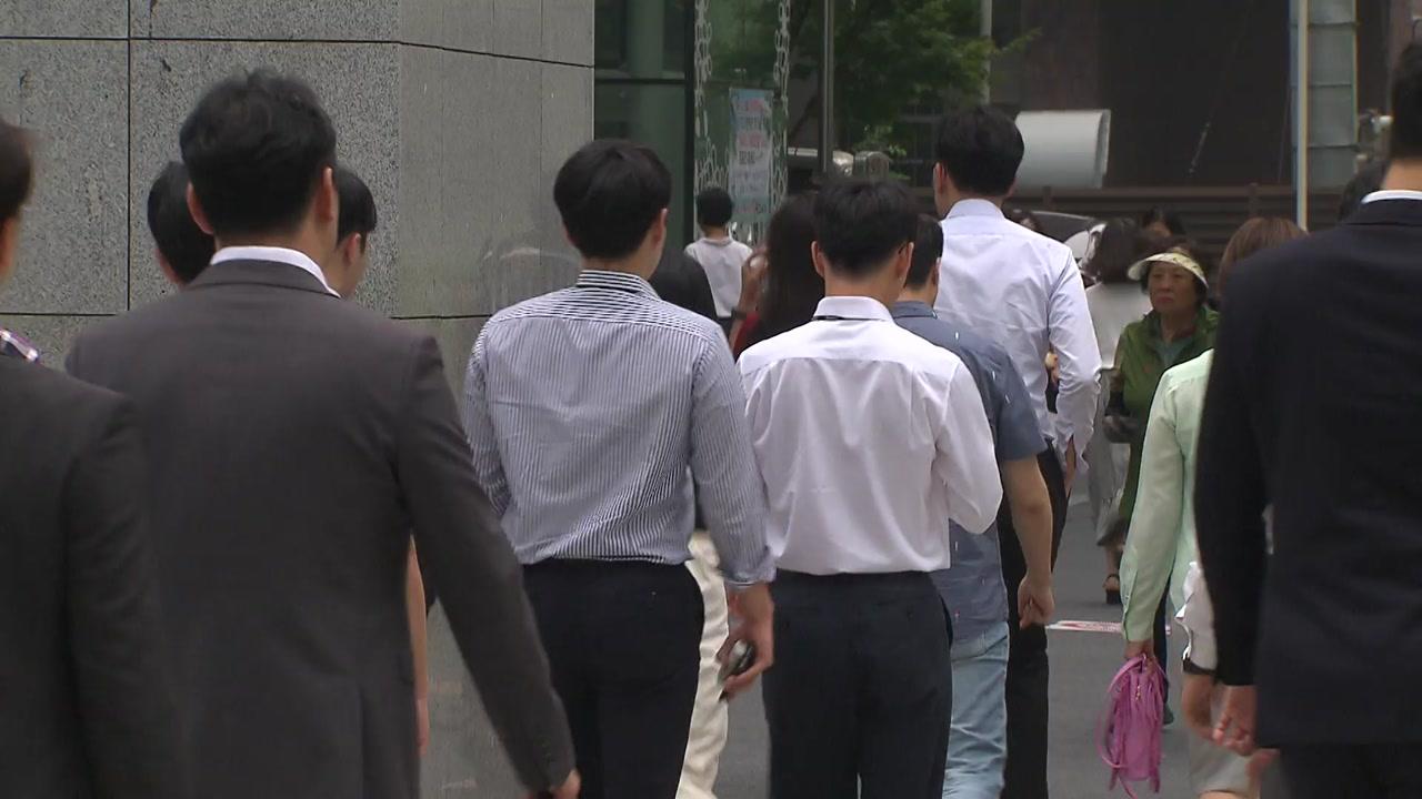 """""""성인 5명 중 1명 '나홀로 추석'...직장인 45% 연휴 근무"""""""