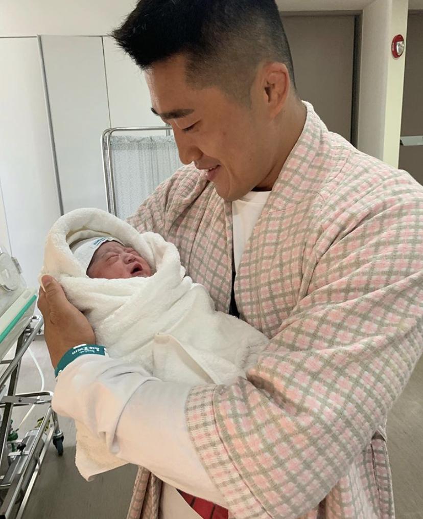 """김동현, 오늘(8일) 득남..""""♥송하율 고마워, 미래 챔피언 탄생"""""""
