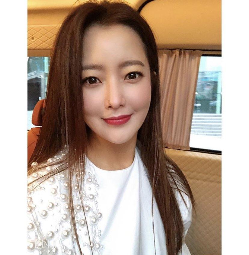 """""""43살 맞아?"""" 김희선, 여전한 방부제 미모 공개"""