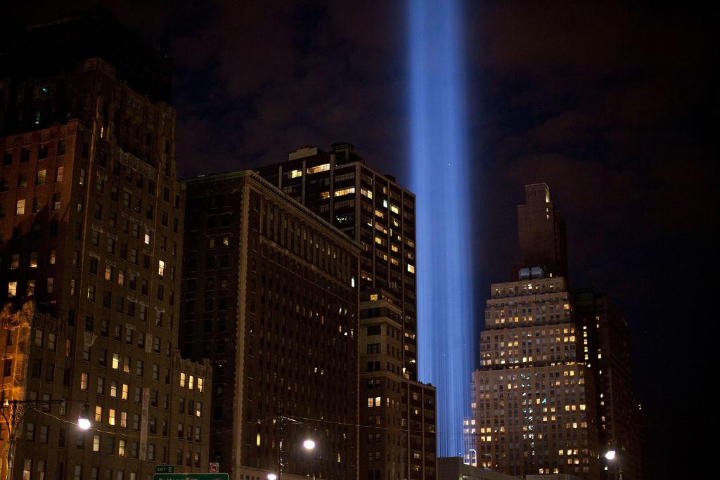 美 9·11테러 추모 불빛, 철새 16만 마리 위험에 빠뜨려