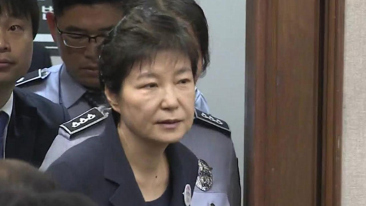 [속보] 법무부, 박근혜 전 대통령 수술 위해 병원 입원 결정