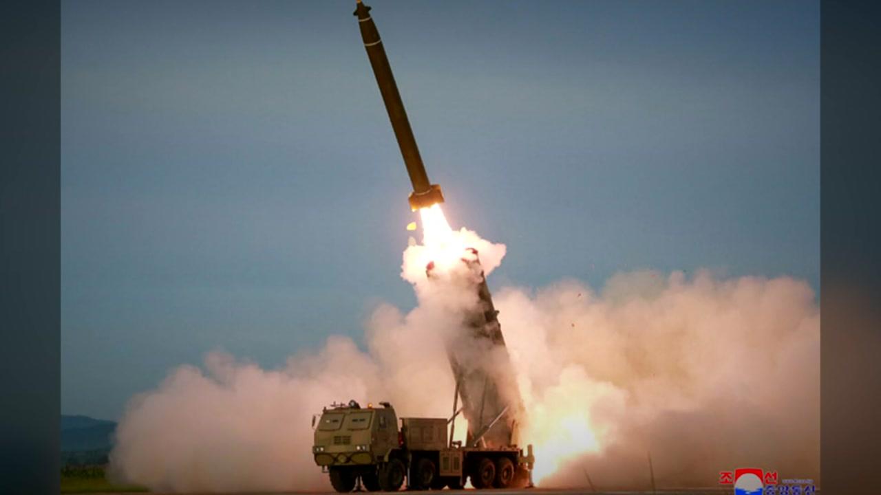 北, 성공 빠진 초대형 방사포 사격 보도...몇 발 쐈나?