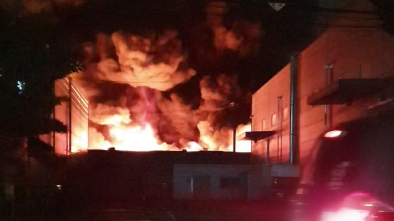 구미 섬유공장에 불...외국인 5명 대피