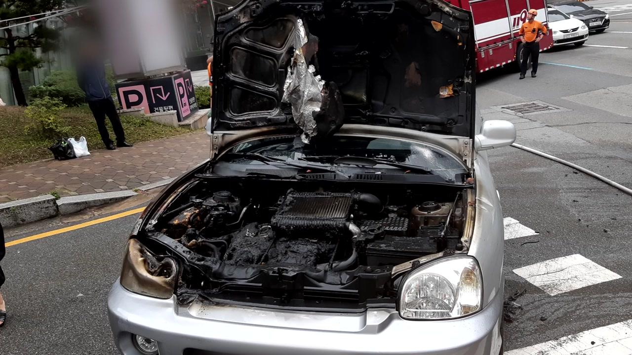 부산서 달리던 SUV에 불...인명 피해 없어