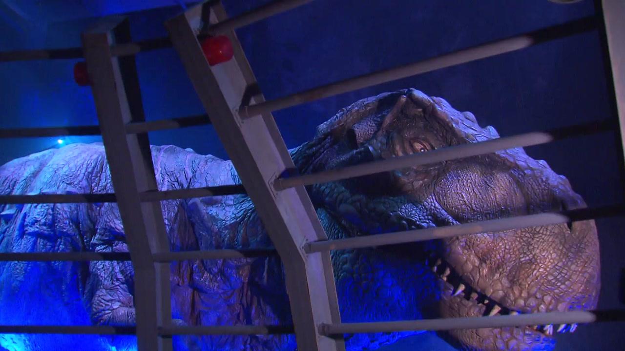 위기의 쇼핑몰, 공룡·어린이집까지 등장