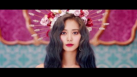 트와이스 쯔위, 신곡 티저 마지막 주자…화관 쓰고 미모 과시