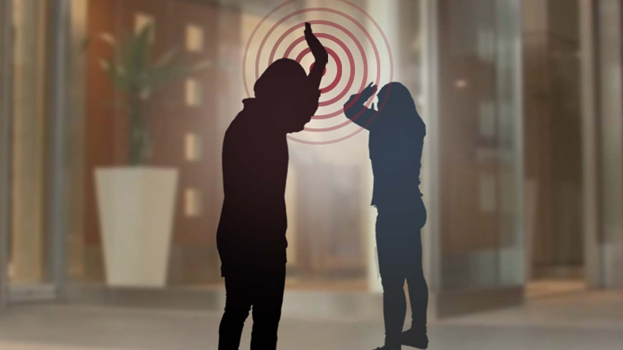"""[단독] '시끄럽다'며 韓 여고생 폭행한 日 여성...""""잘못 빌어!"""" 강요까지"""