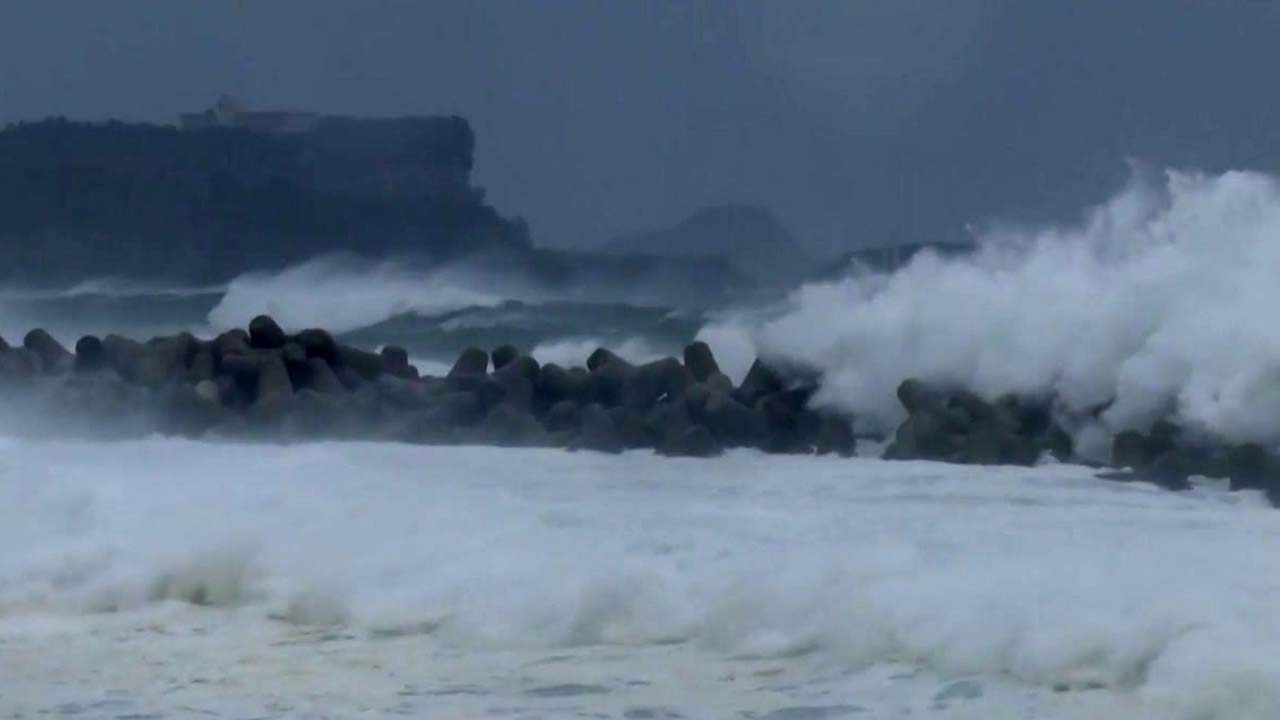 태풍 '타파', 거대 비구름 몰고 북상...일요일 직접 영향