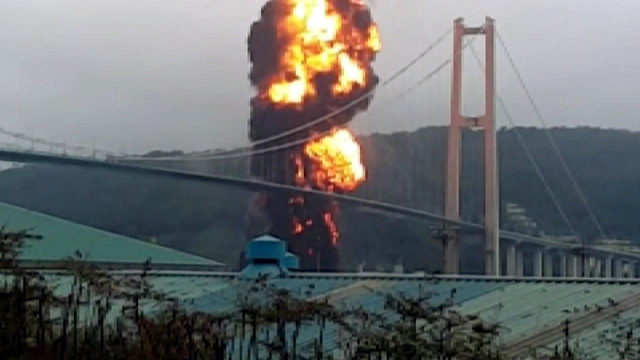 """'폭발음에 불기둥' 대형 선박에 큰 불...""""46명 구조·18명 부상"""""""