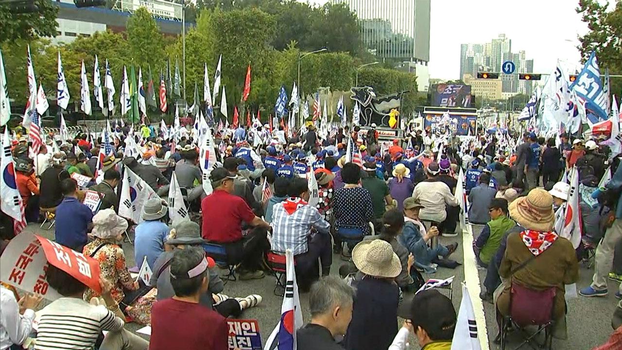 """보수단체도 서초동 집회...""""조국 사퇴"""""""