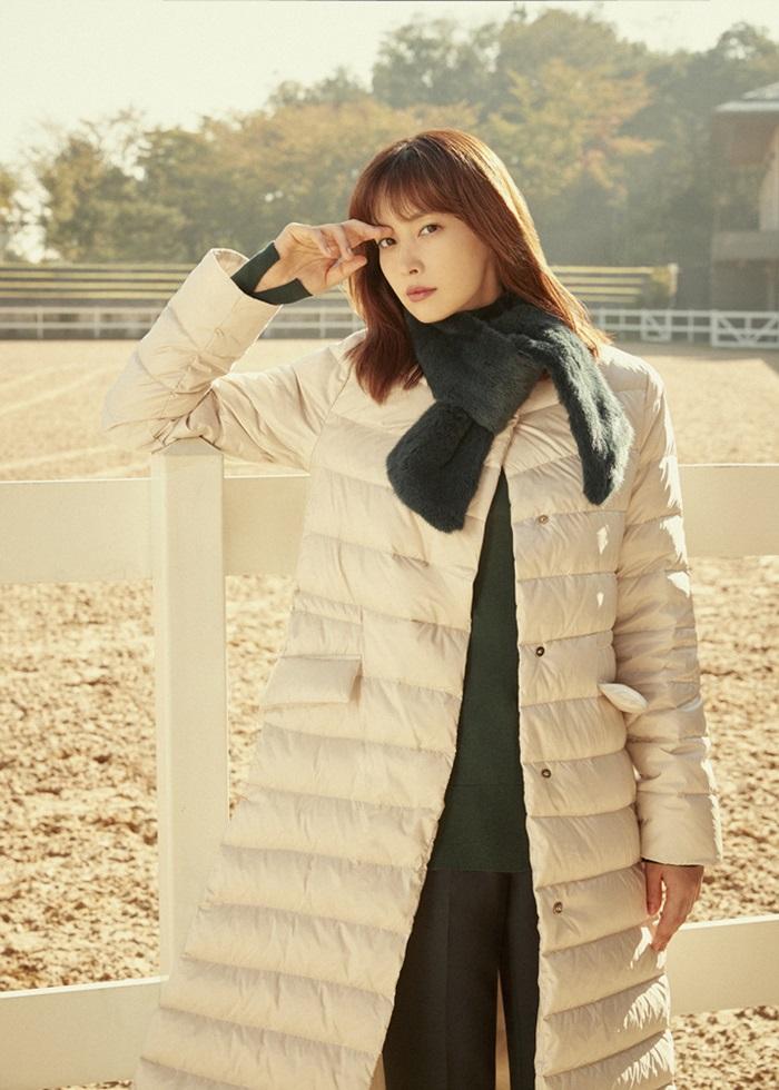 [Y패션] 이나영, 겨울화보서 구스다운 스타일링 제안…시크한 감성