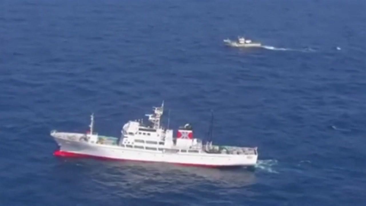 """'EEZ논란 어장' 北어선 침몰...""""60여명 전원 구조"""""""