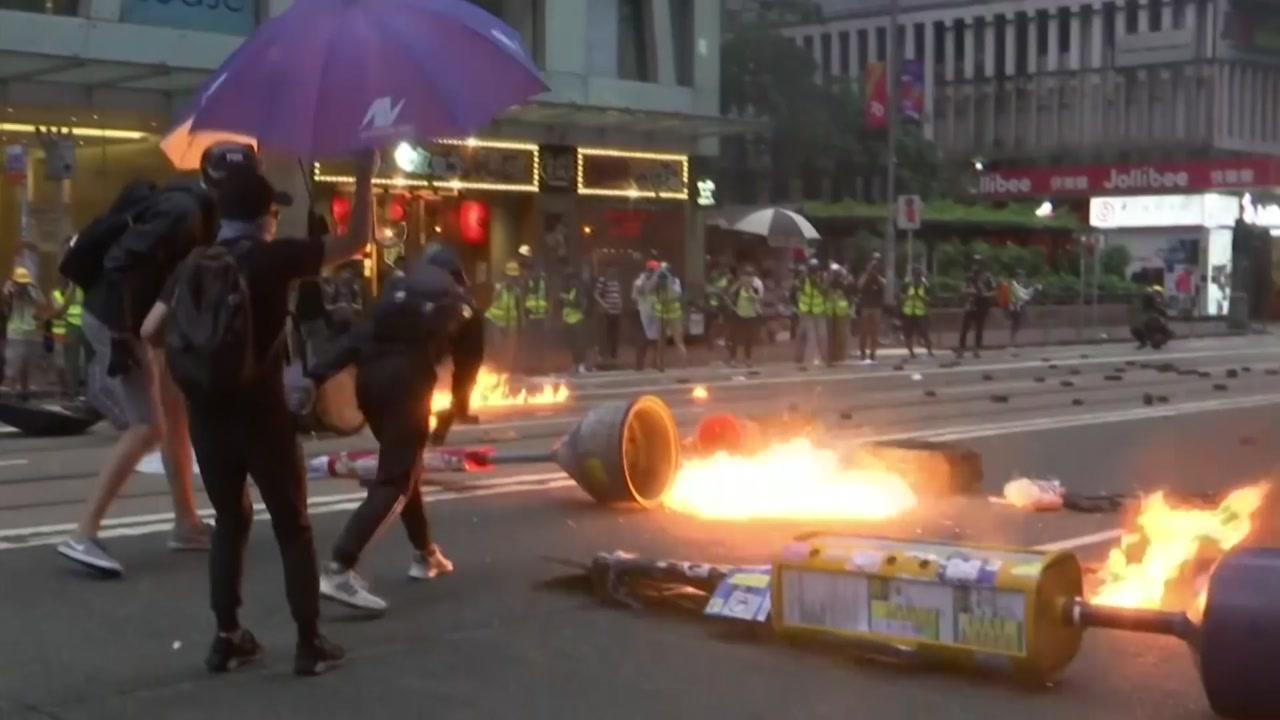 홍콩 복면금지법 위반 '첫 기소'...지하철 폐쇄·사재기 후폭풍
