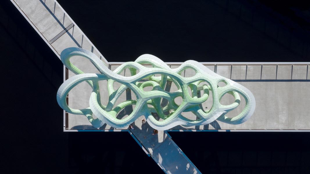 〔안정원의 건축 칼럼〕 맹그로브 뿌리를 형상화한 이색적인 녹색 파빌리온 1