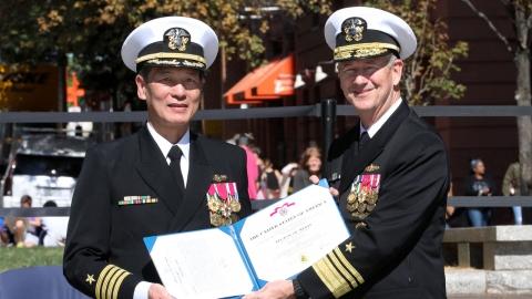 '보트피플'이던 베트남계 남성, 최초로 美 해군 제독