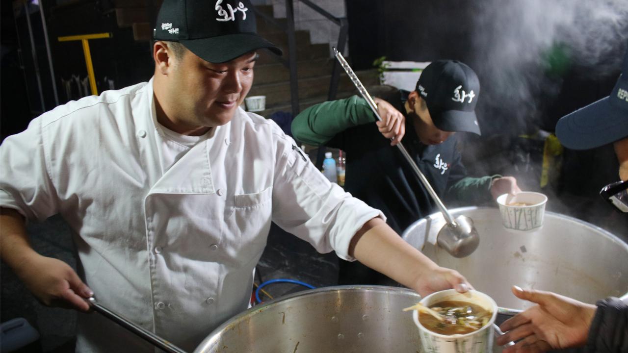 '코리아드라이브'와 '화우', 야간근로자 위해 한우 국밥 600인분 무료 배식