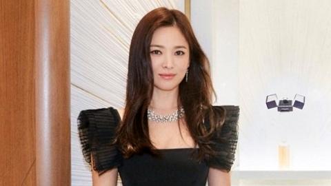 송혜교, 압도적인 카리스마... 올블랙 매력 발산