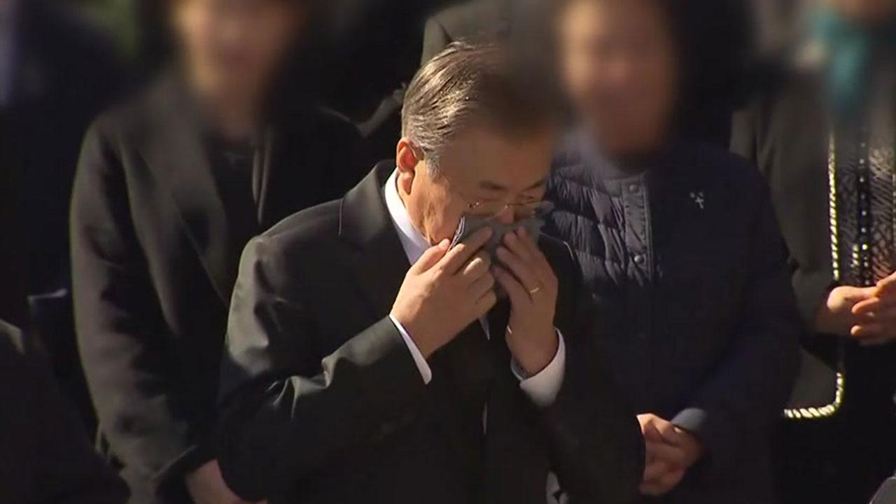 어머니 마지막 길에 문 대통령 '눈물'...정치권 인사·천주교 신자 천여 명 참석