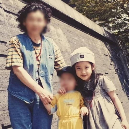 """""""사랑하는 동생 생일""""...아이유, 어린시절 사진 공개"""