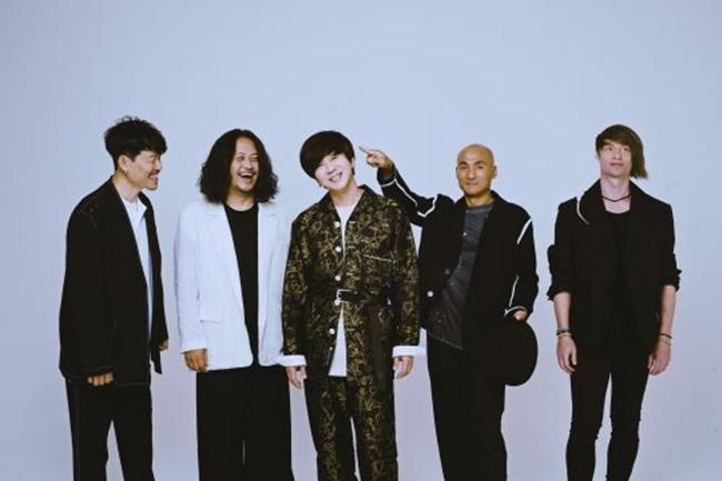 "YB ""국민밴드 수식어, 부담 없다…공연으로 보답 우선"""