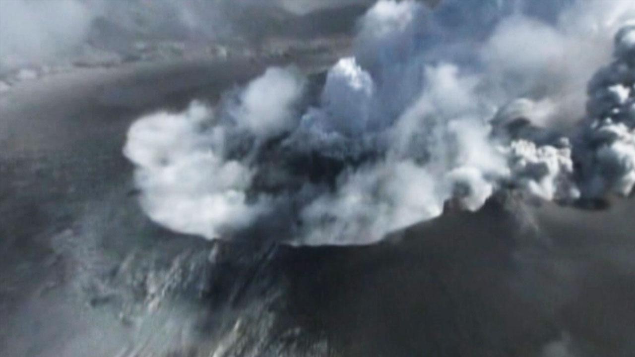 日 규슈 사쿠라지마 분화...화산연기 5천500m 치솟아