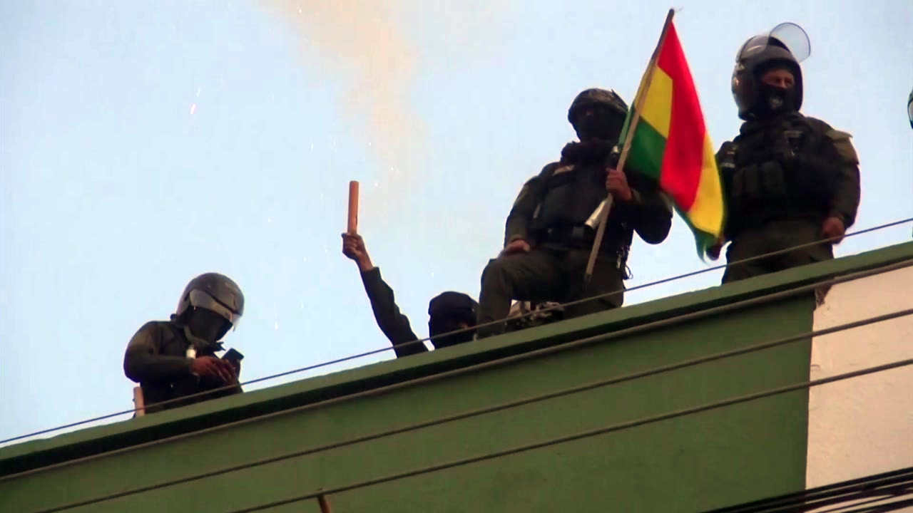 볼리비아 시위대 국영방송 점거...대통령궁 경찰도 시위 가세