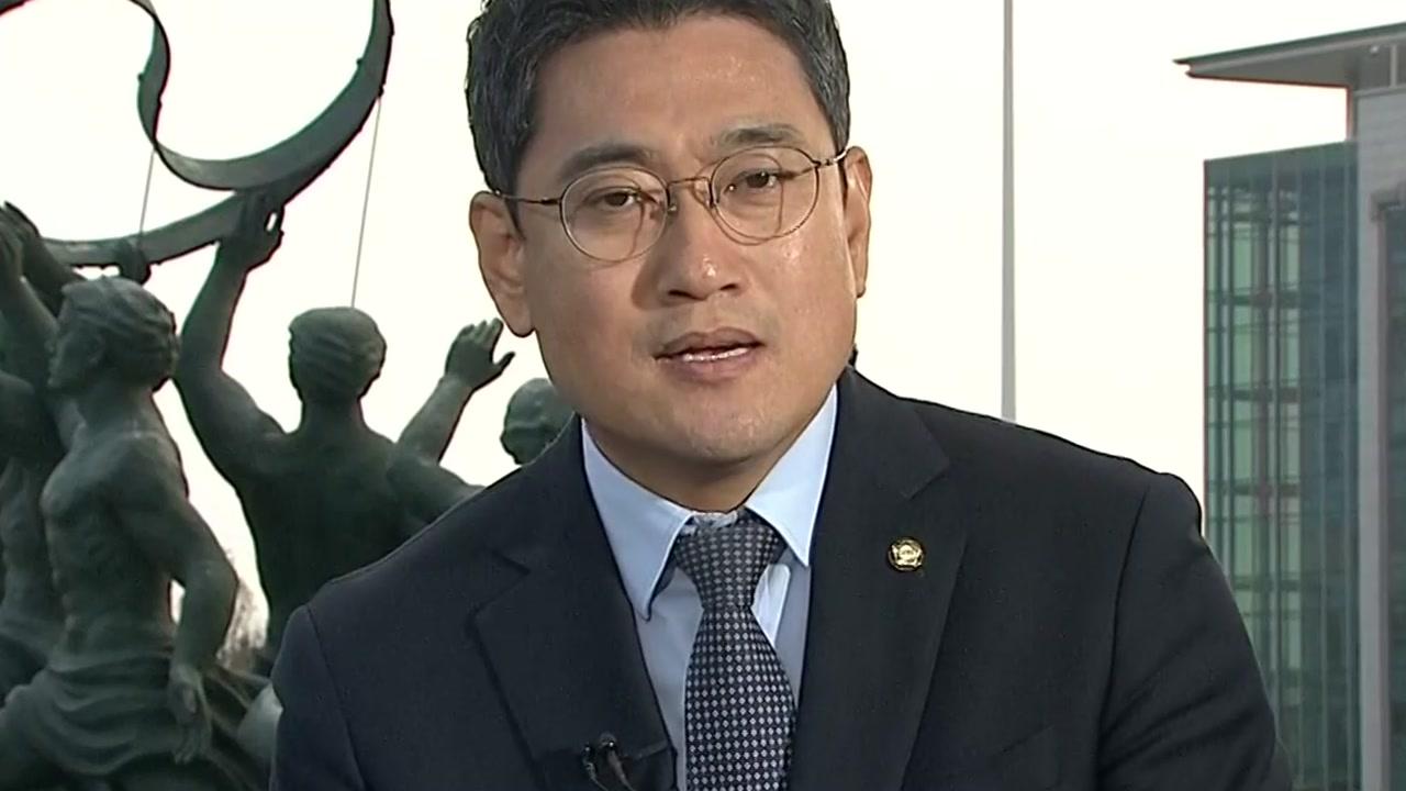 """오신환 """"한국당, 탄핵의 강 못 건널 것""""...마주치지 않는 손바닥"""
