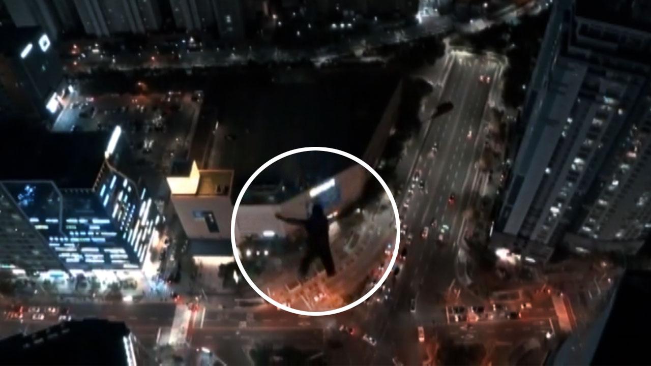 해운대 고층 건물에서 '점프'...낙하산 활강 외국인 체포
