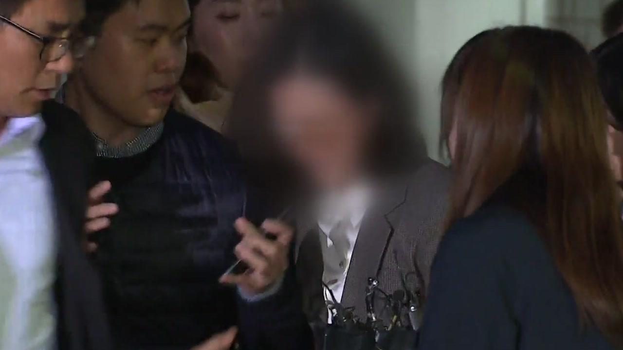 """""""남편이 민정수석 되자 미용사 통해 차명 투자""""...정경심 공소장 혐의들"""