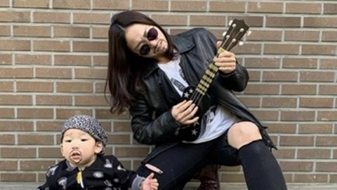 '귀여운 아기 뒤에 시선강탈 엄마'…이미도, SNS 시리즈 화제