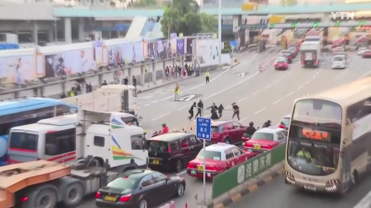 홍콩 도시 기능 마비...더 거칠게 진압 나선 경찰