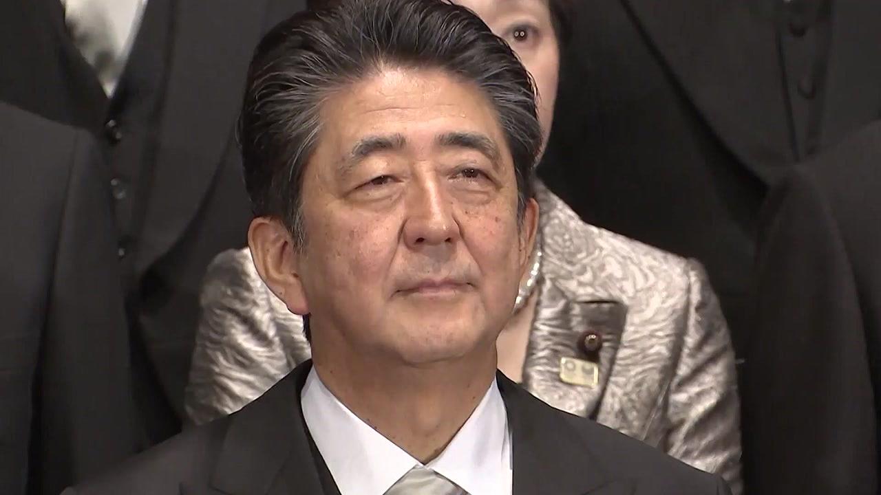 '최장수 총리' 앞두고 위기 맞은 아베...'한국 때리기'로 돌파?