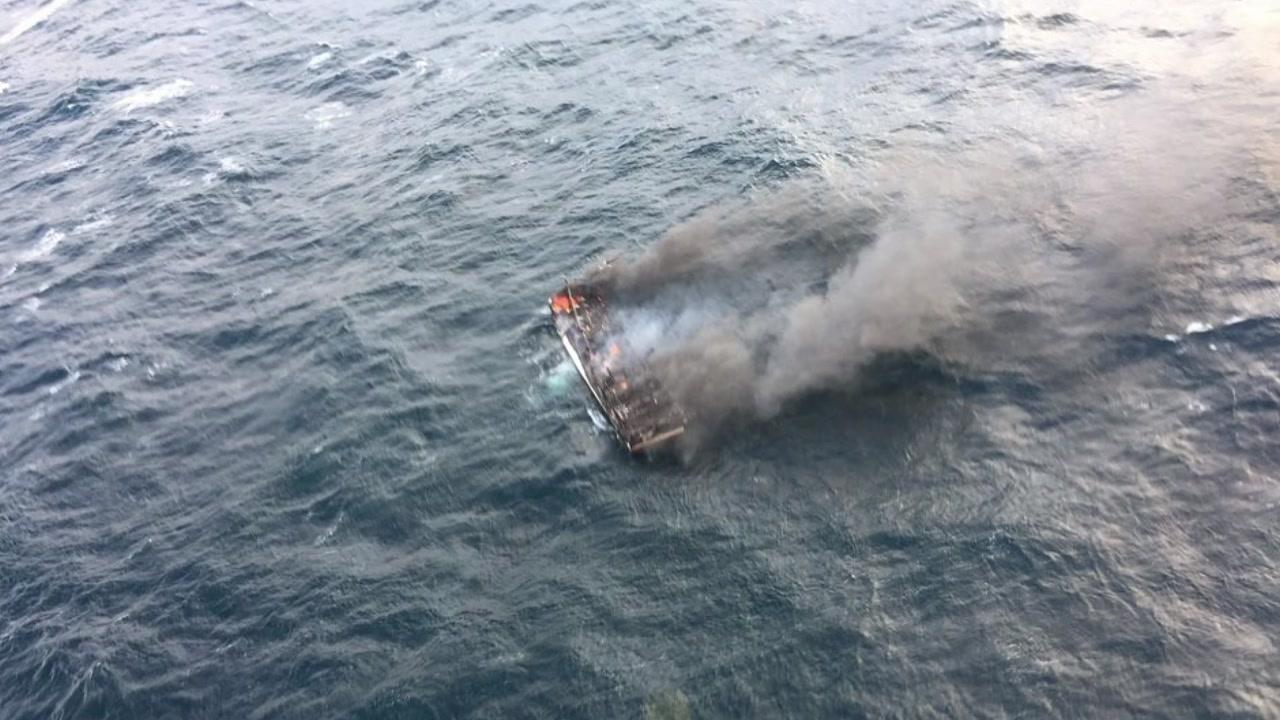 제주 바다서 갈치잡이 어선 화재...1명 사망·11명 실종