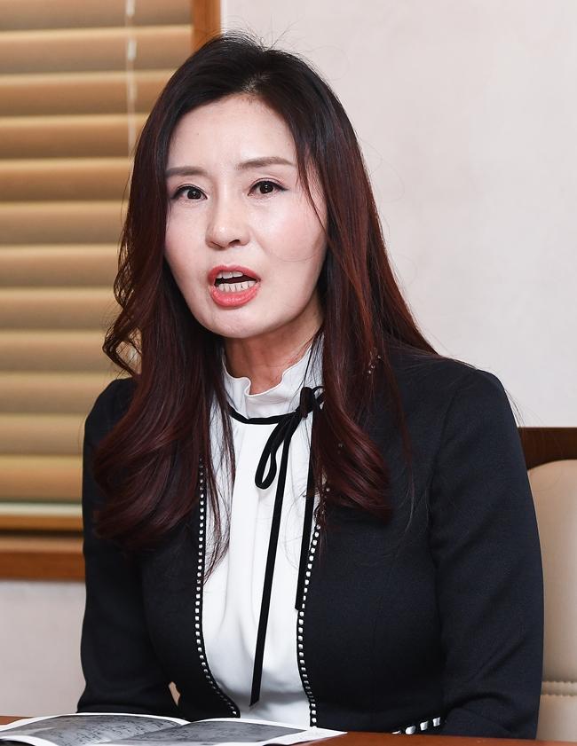 """가수 최사랑 """"허경영과 사실혼 관계, 아이 임신 후 낙태"""" 주장"""