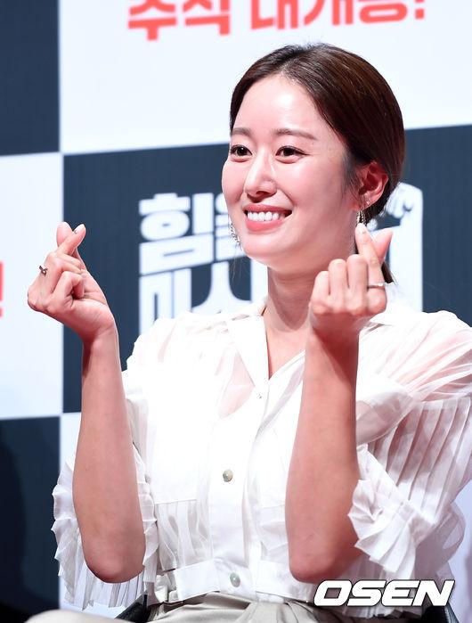 """전혜빈, 7일 비연예인 연인과 결혼...""""함께 할 때 큰 행복""""(공식)"""