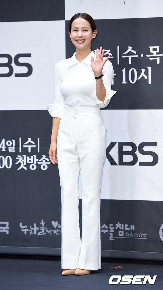 """'99억의 여자' 조여정 """"'동백꽃' 후속 부담 있지만 최선 다할 것"""""""