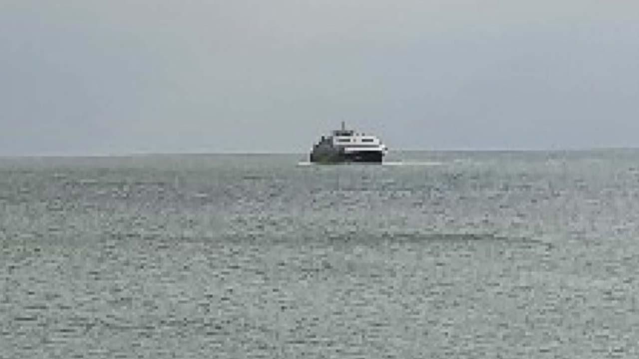 높은 파도 속 배에 갇힌 승객들...황당 사건, 왜?