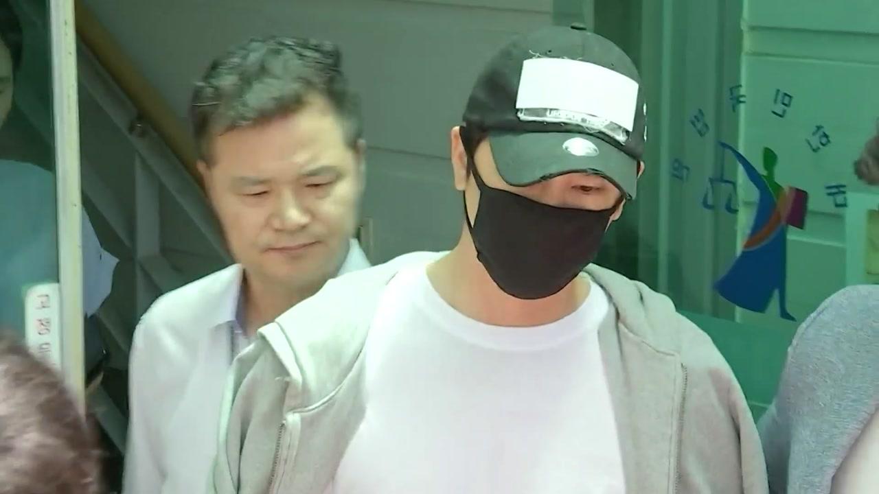'스태프 성폭행' 강지환 1심 집행유예...취재진 피해 귀가