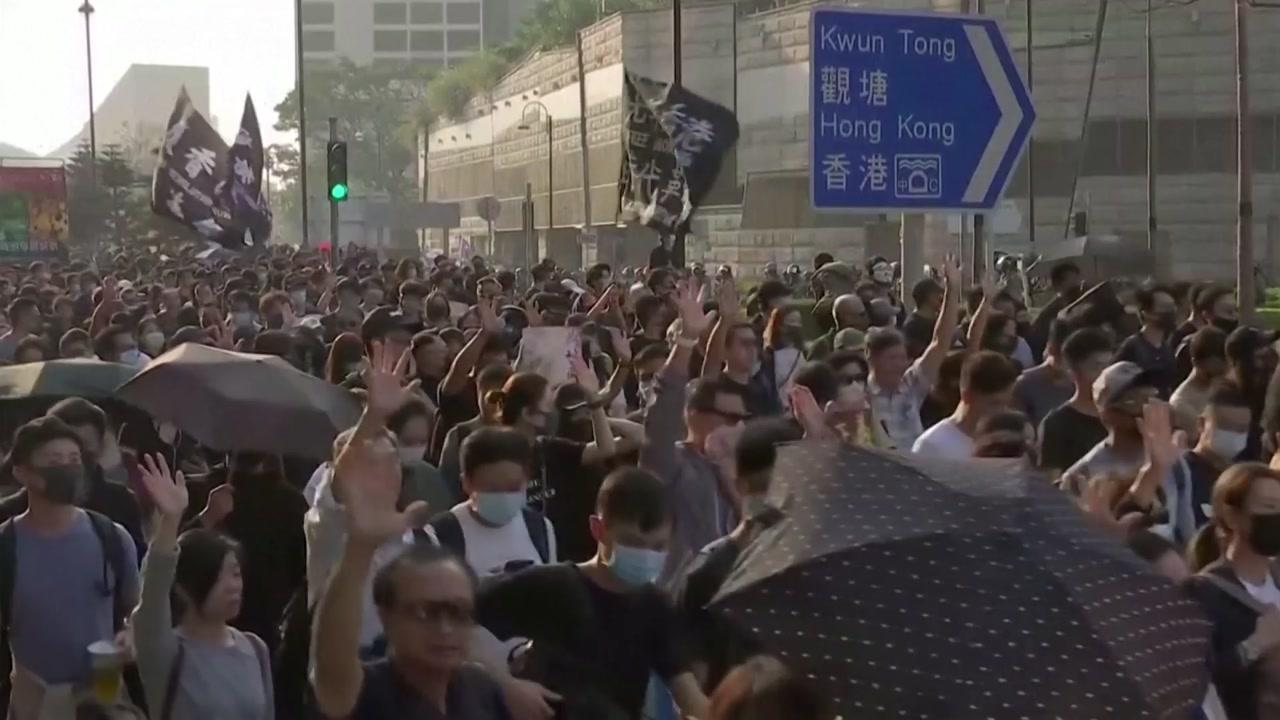 홍콩 이번 주말 대규모 행진...中, 공개적 개입 나선다