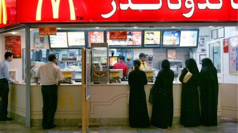 음식점에 남녀 출입구 분리했던 사우디 정책 폐지
