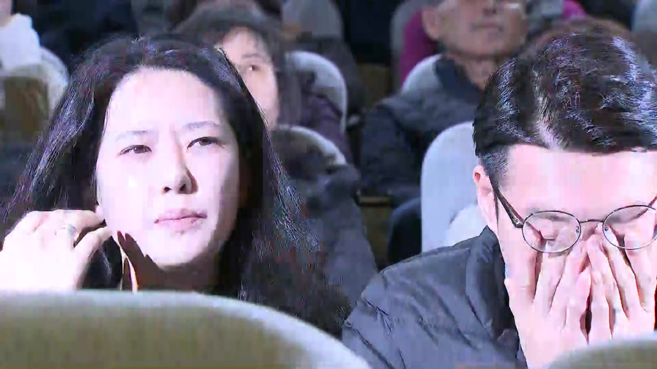 [영상] '민식이법' 국회 본회의 통과 순간...엄마 아빠는 '눈물'